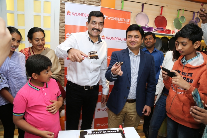 Chef Sanjeev Kapoor and Ravi Saxena celebrated the opening of Wonderchef 10th outlet in county